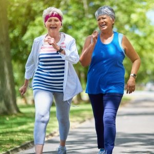Brisk Walks May Help, Not Harm, Arthritic Knees
